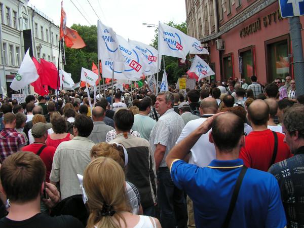Колонна на марше, взгляд вперёд