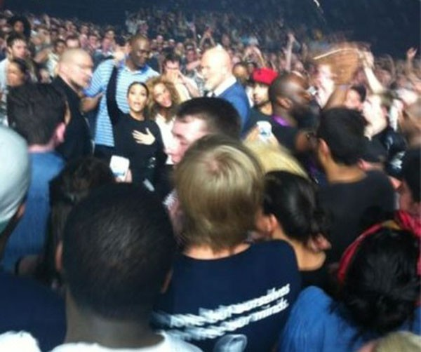 Kim-Kardashian-and-Beyonce-at-the-Watch-The-Throne-Tour