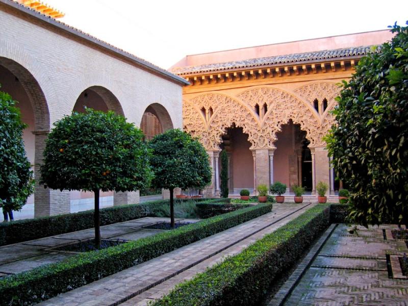Ещё один музей - арабская крепость Альхаферия.