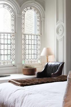 window (32)