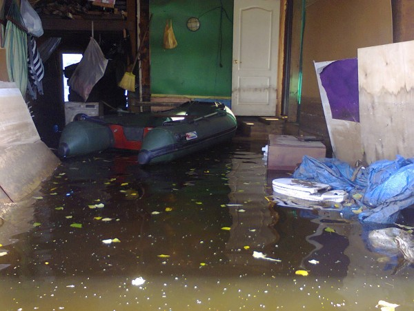 вода падает, гараж