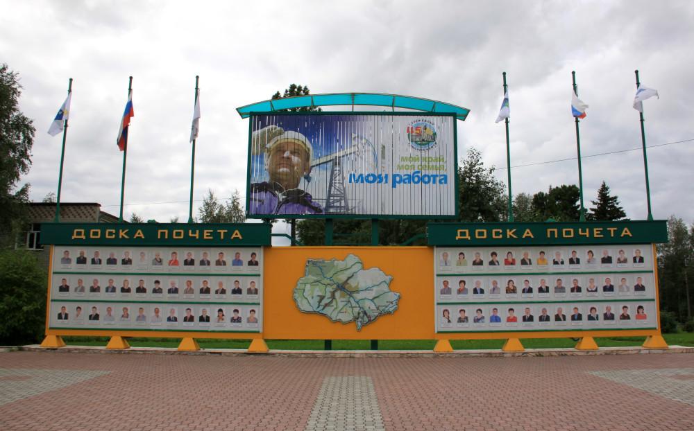Заказать памятник Стрежевой Эконом памятник Купола с профильной резкой Таганрог