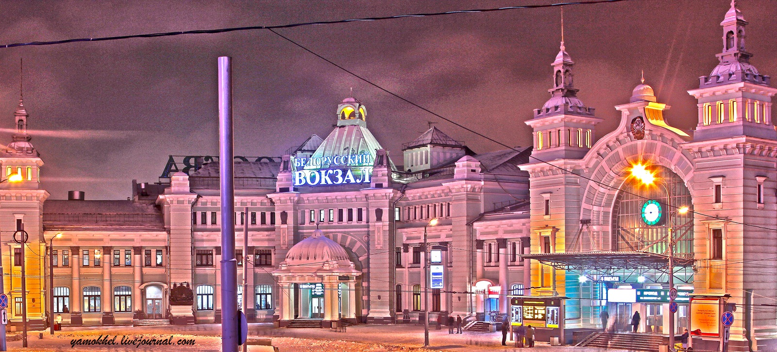 Белорусский вокзал ночью