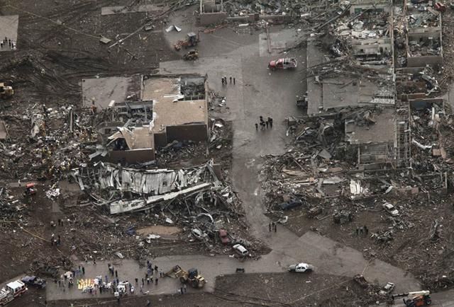 4-moore-tornado-3_S