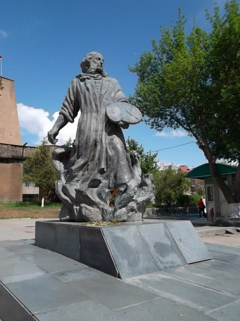 Памятник Ивану Айвазовскому (Ованнес Айвазян)