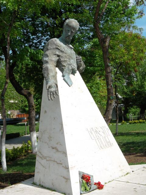 Памятник Фритьофу Нансену в Ереване