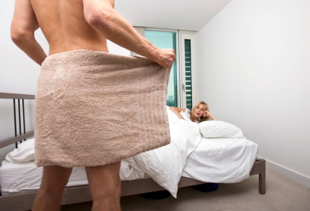 тетя забрала полотенце с душа у парня хоть