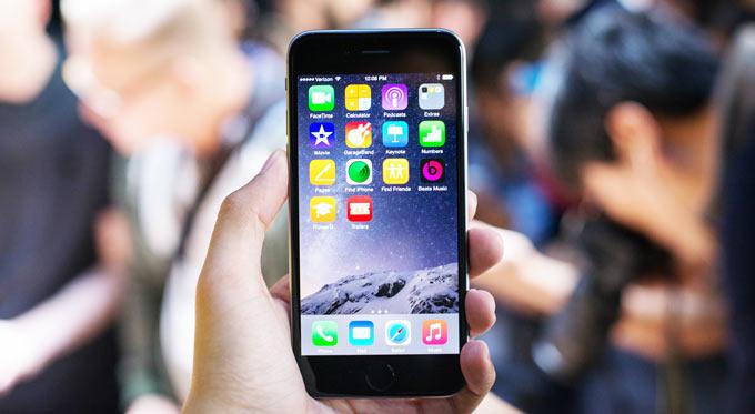 """Новый """"айфон"""": стоит ли покупать?"""