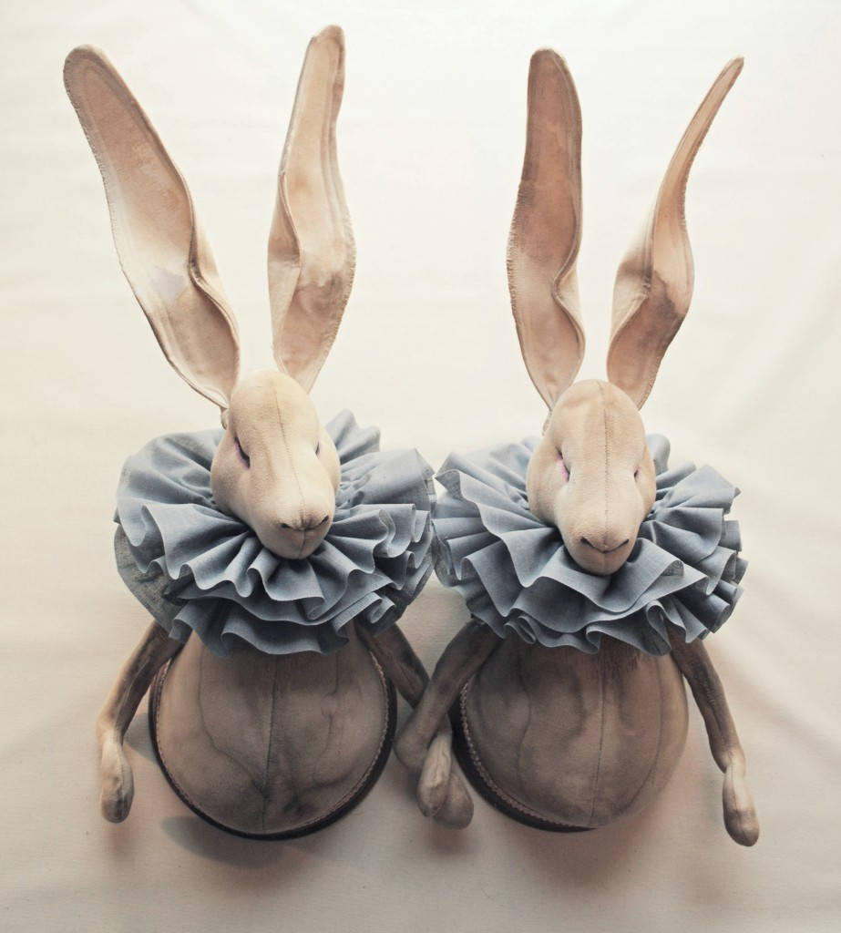 Twin-Ruffle-hares-winter1-923x1024