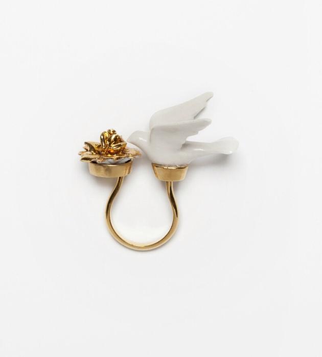 бижутерия_из_фарфора_от_ANDRES_GALLARDO_Dove_Ring