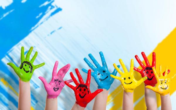 kids-hands-smiles