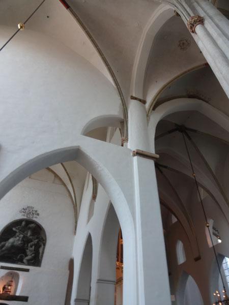 собор-интерьер-14век