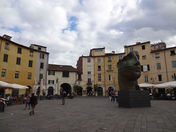 lucca9