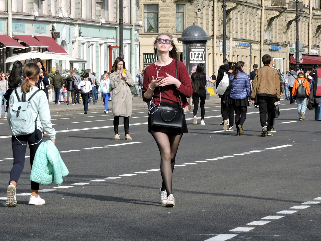 как люди на улицах питера картинки что