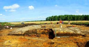 Археологи в Кичигино