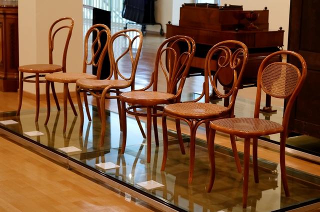 Thonet_chairs_Wien_museum_Karlplatz