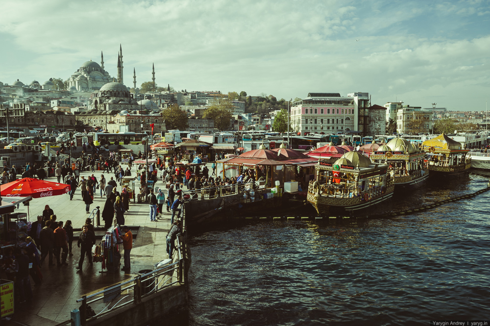 00 YAR_0619 Istanbul Turkey Eminonu Square-2