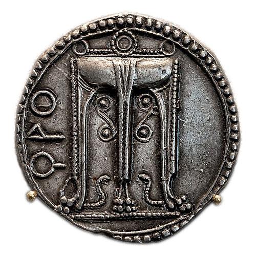 Серебряный Статер с изображением треножника, 530–500 до н. э., место чеканки: Кротон (Из коллекции монет Старого музея Берлина)