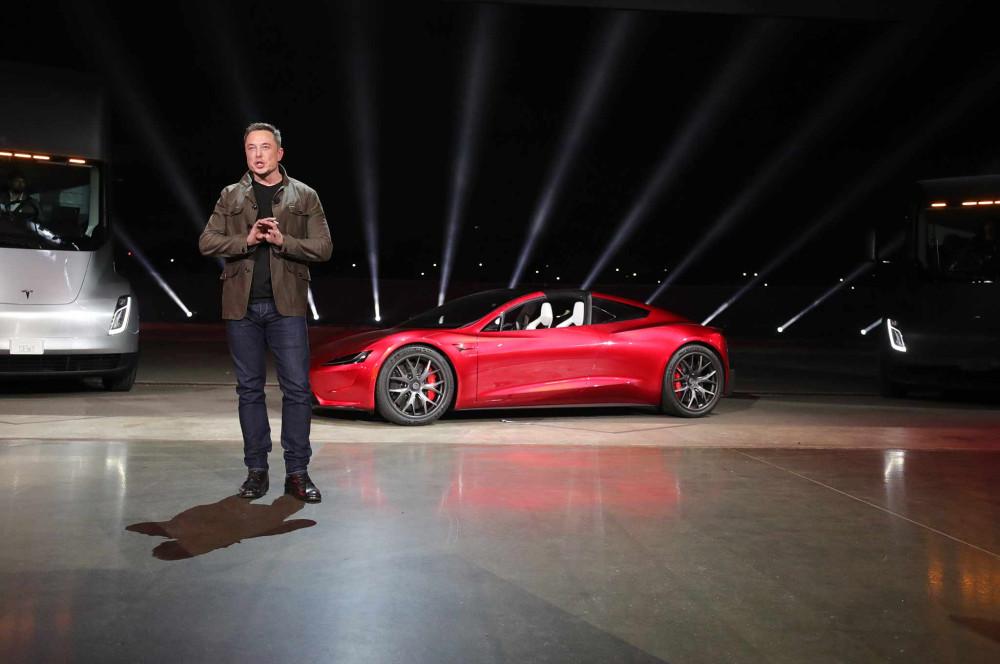 Маск запустит новый родстер Tesla на орбиту Марса!