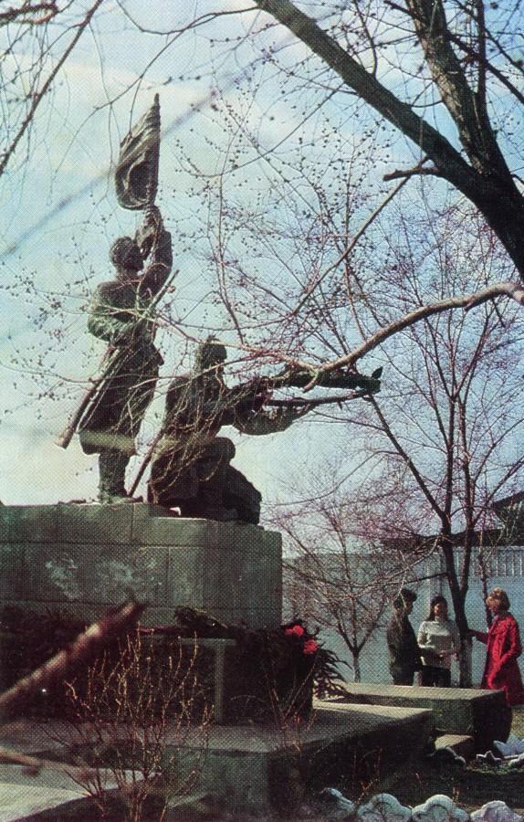 Памятник героев