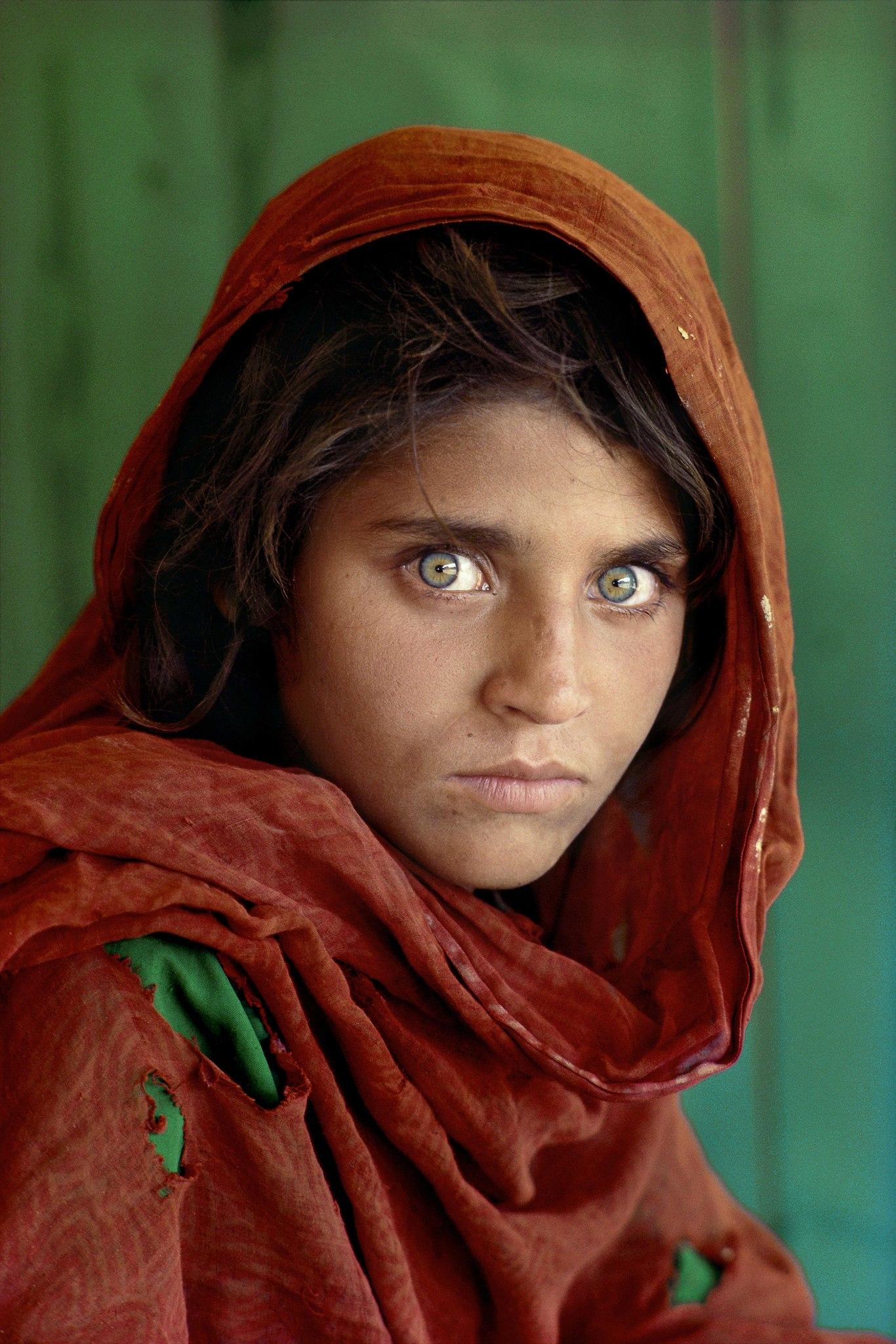 Шарбат Гулу, 12 лет. Самое цитируемое фото из обложек Нейшнл Джеографик