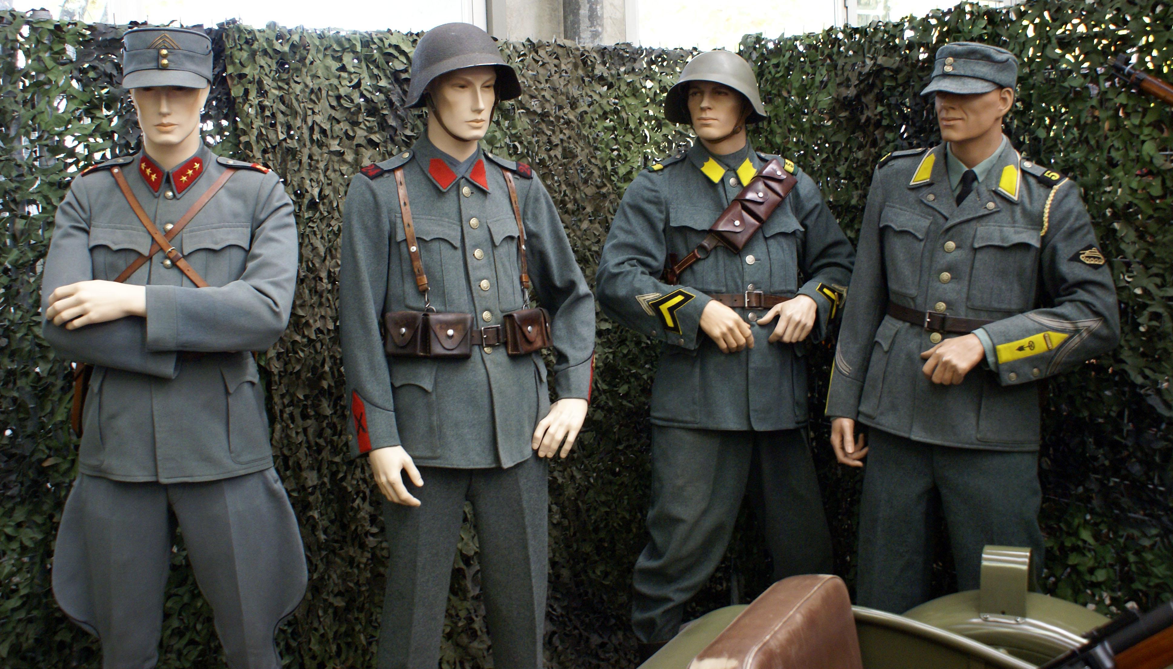 1930er_Jahre_Schweizer_Armee_Uniformen.jpg