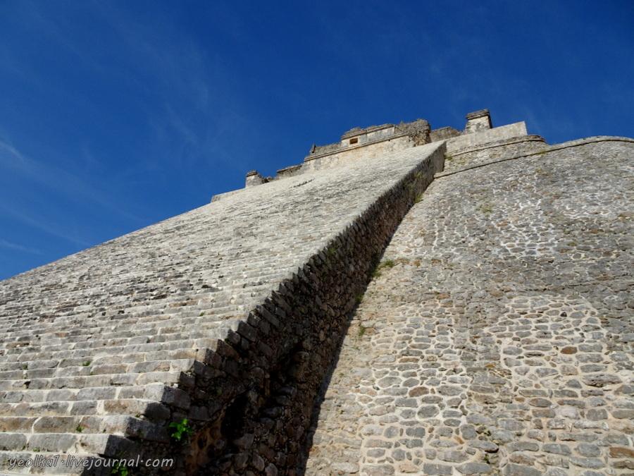 Mundo Maya. Мексика. Ушмаль. Овальная пирамида Карлика-Волшебника -