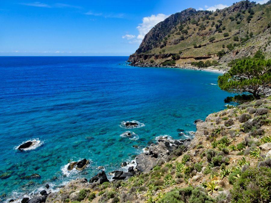 Пешком по юго-западу Крита. Е4 . Суйя - Айя Румели. Часть 2 : Пляжи Трипити и Сендони