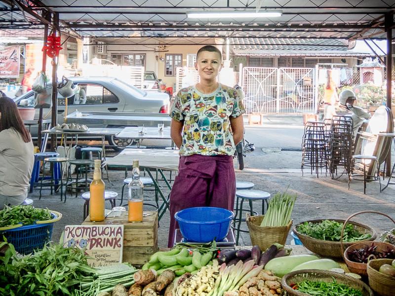 Один день в китайской семье в Малайзии: как мы торговали на рынке, варили кисель и играли в буркозла