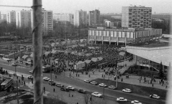 1988_Площадь у станции метро «Новогиреево»