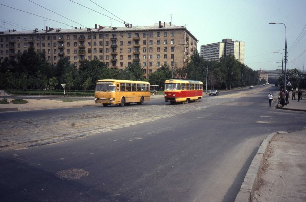 Улица Вавилова. Вид на север (в сторону центра)_1982