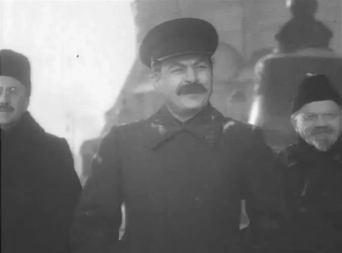 """КОНОВАЛОВ (СПРАВА) В ФИЛЬМЕ """"КЛЯТВА"""""""