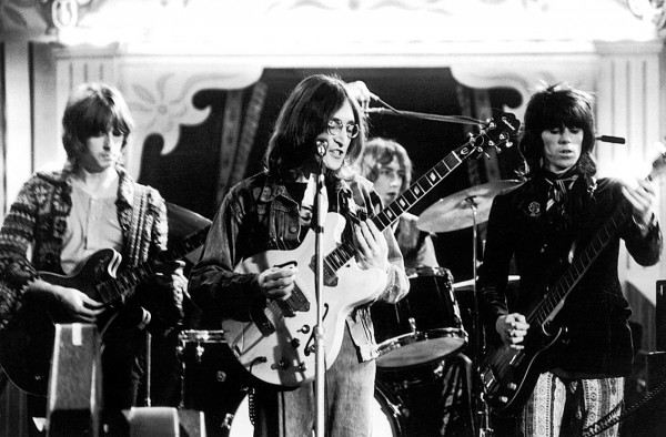 Eric-Clapton-John-Lennon-Mitch-Mitchell-and-Keith-Richards-Rock-and-Roll-Circus-1968