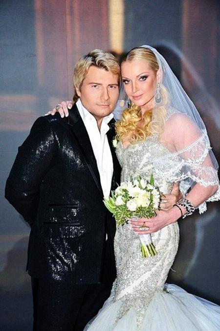 Вслед за Собчак тайно вышла замуж Волочкова!!! 157145