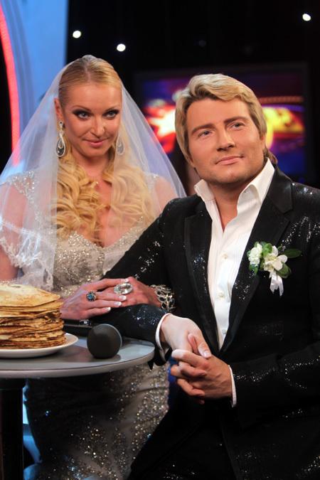 Вслед за Собчак тайно вышла замуж Волочкова!!! 157148