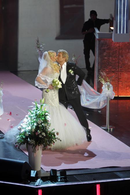 Вслед за Собчак тайно вышла замуж Волочкова!!! 157150