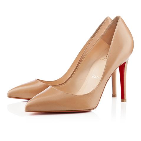 На туфли телесного цвета каблуке