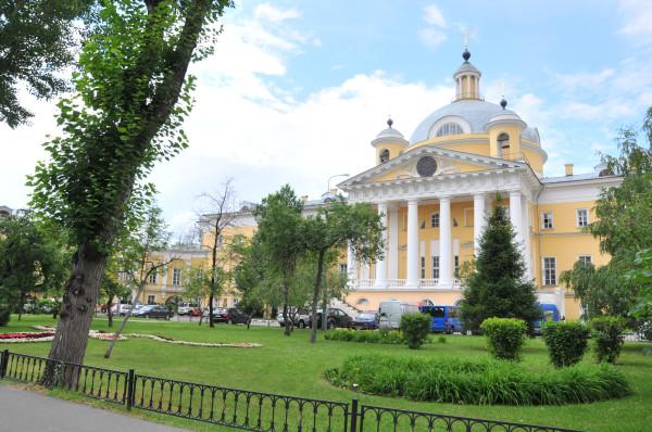 Центральное здание