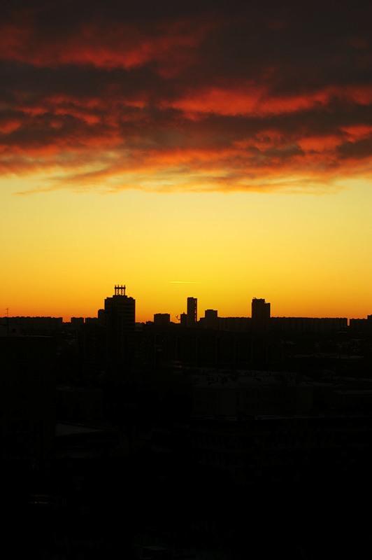 Закат со свинцовыми облаками
