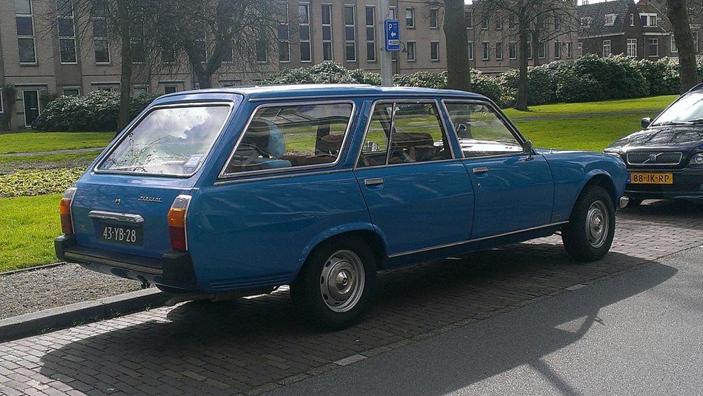 Peugeot_504_Familiale_(3)