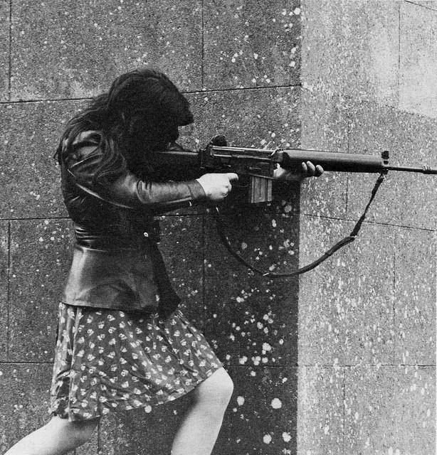 Женщина-боец из ИРА, Северная Ирландия, 1972 г.