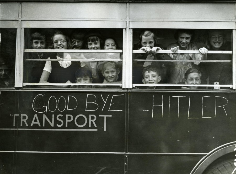East-End-children-evacuating-at-the-start-of-the-Second-World-War
