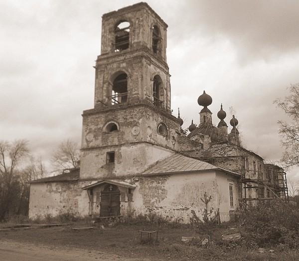 Воскресенская церковь в Журавлёве