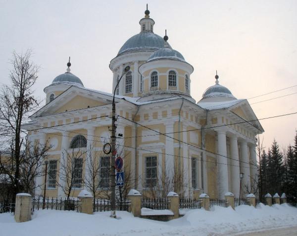 Возведён в 1815-22 г. Весьма вероятно, что автором проекта собора явился сам Кал Иванович Росси (Carlo di Giovanni Rossi). Улица Медниковых, 5