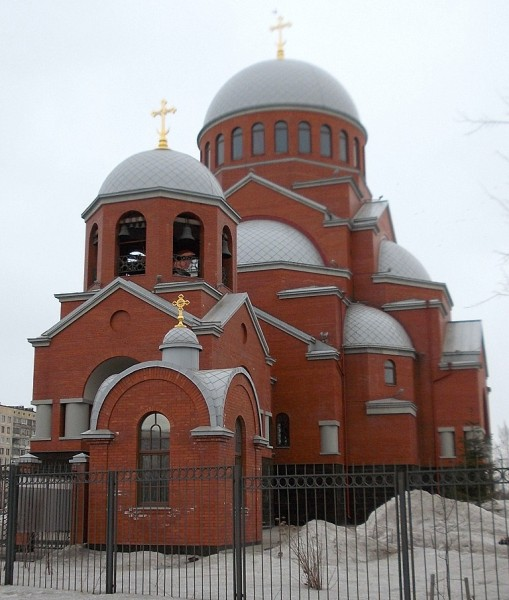 Храм в неовизантийском стиле проектировался два года, возводился -- все девять. Георгий А. Васильев, 1998-2009 гг. СПб., Гражданский пр-т, 101/пр-т Луначарского, 53.