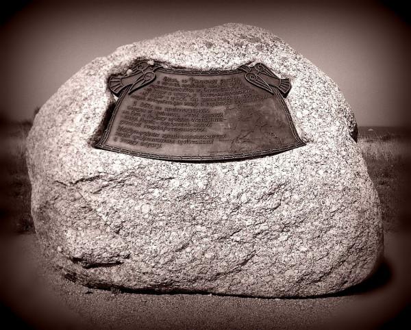 Памятный камень Купеческой гавани