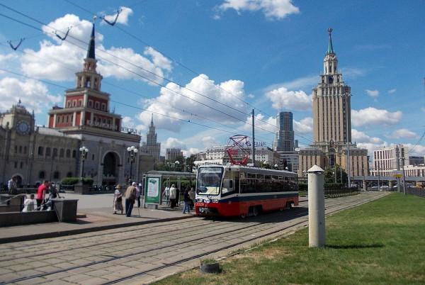 Своё историческое наименование площадь получила в честь Каланчёвского поля. То, в свою очередь, в честь вышки Красносельского путевого дворца Алексея Михайловича. В 1933 г. было закреплено существующее наименование, отражённое впоследствии в названий станций метро Сокольнической и Кольцевой линий.
