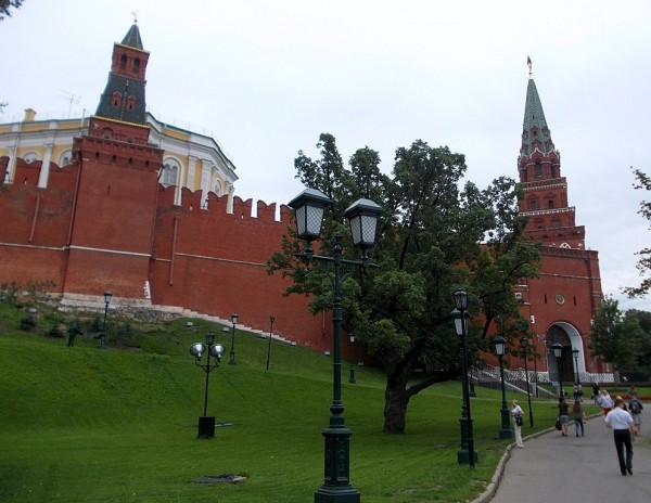 Оружейная и Боровицкая башни Московского Кремля