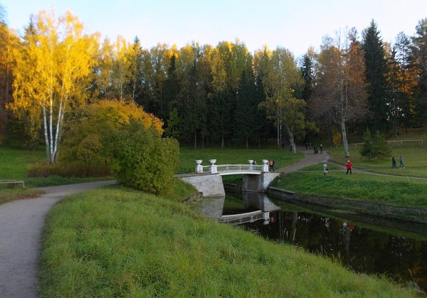 Славянка и Чугунный мостик