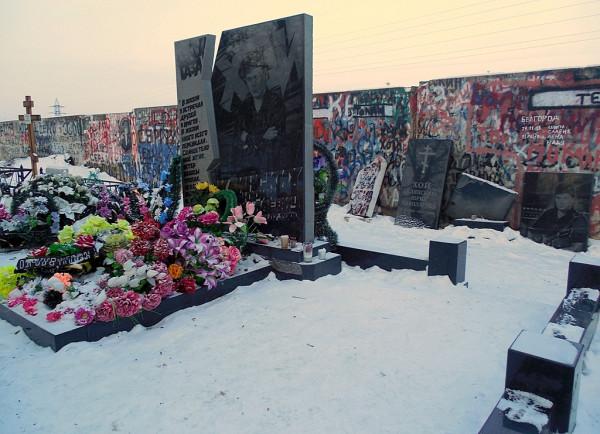 Памятник Юрию Клинских